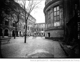 1912 - La prison Saint Lazare, cour intérieure
