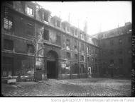 1913 - Saint-Lazare, cour d'honneur