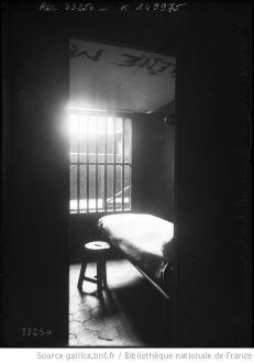 1913 - Saint-Lazare, intérieur d'une cellule de la ménagerie