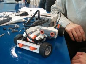 Des robots lego enbibliothèque
