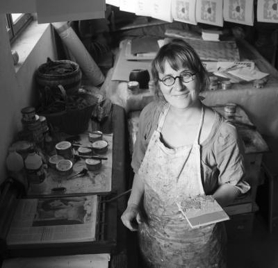 Julia Chausson dans son atelier